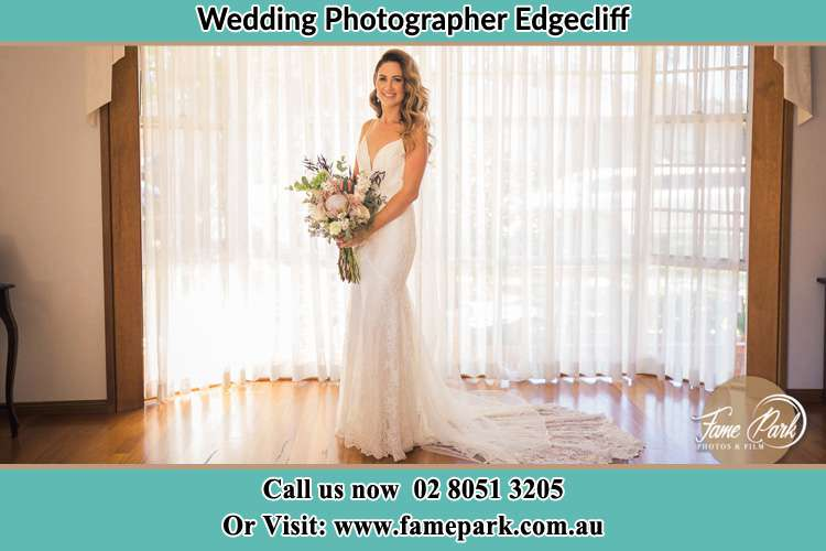 Photo of the Bride holding bouquet of flower Edgecliff NSW 2027